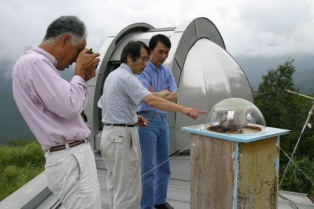 太田原記者と中野主一氏による月刊天文ガイドの取材(2004年9月2日)